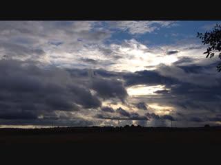 Белорусское небо и плывёт и молчит