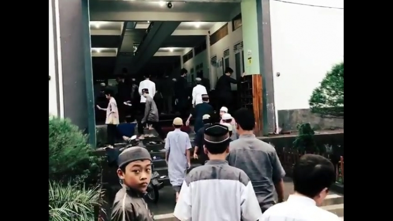 Teuku_wisnu_di_Instagram_Tadi_pagi_berkunjung_pesantren_Imam_Bukhari_di_Solo._Dan_yg_Maa_syaa_Allah_ada_Baim_dan_abang_nya_Baim.