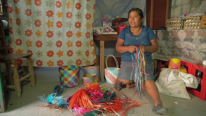 Dominga, Oaxaca: Tejido de palma en bolsas y tenates.