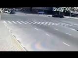 В Грозном серия нападений на полицейских  Мужчина разогнавшись на машине стал поочередно сбивать полицейских у поста ГИБДД,метну
