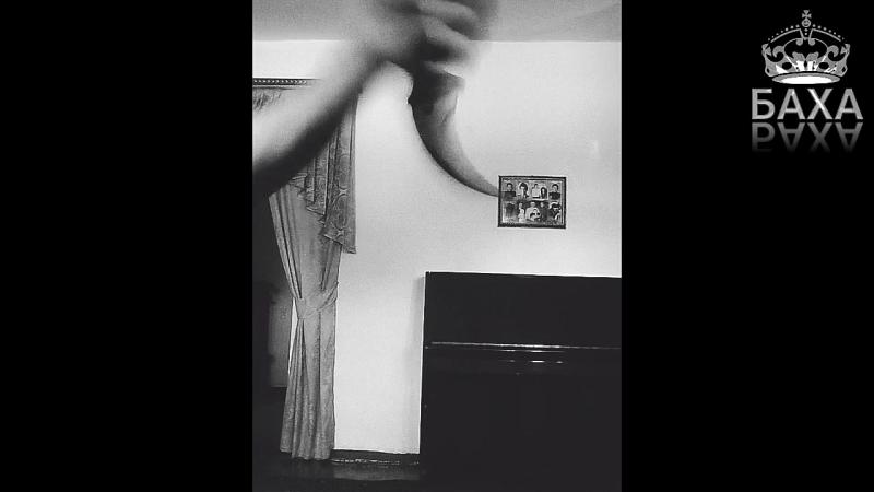 Трюк с ножом Karambit от Баха. часть 2