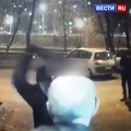 ВЕСТИ.ru РОССИЯ 24 on Instagram В Москве напали на пожилого израильтянина и отобрали у него 23 миллиона рублей. Сын довез отца до дома, где не...