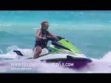 Бритни Спирс катается на водном гидроцикле в Майями