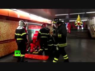 Авария в римском метро: при обрушении эскалатора пострадали фанаты ЦСКА