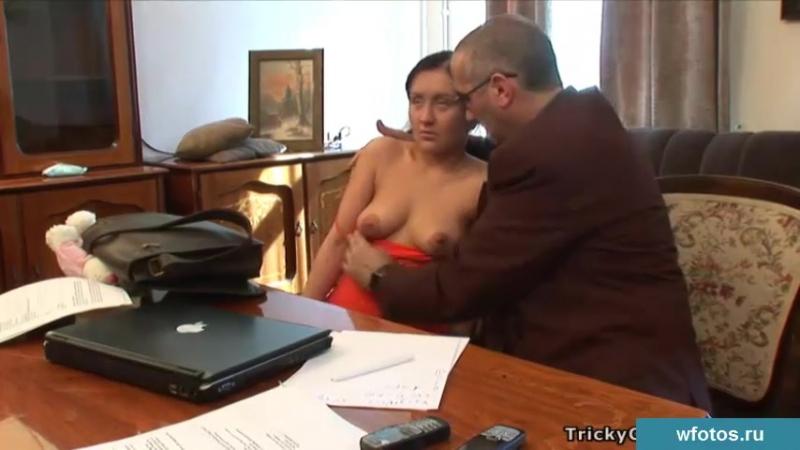 Порно Студентка Аня трахается со старым преподавателем. Секс с учителем, Секс в школе, насилует сиськи грудь