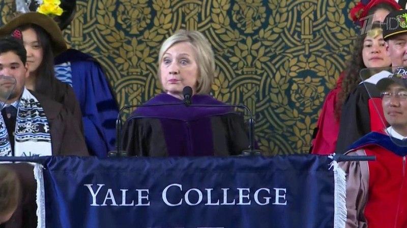 Хиллари Клинтон пришла навыпускной Йельского университета срусской шапкой-ушанкой. Новости. Первый канал