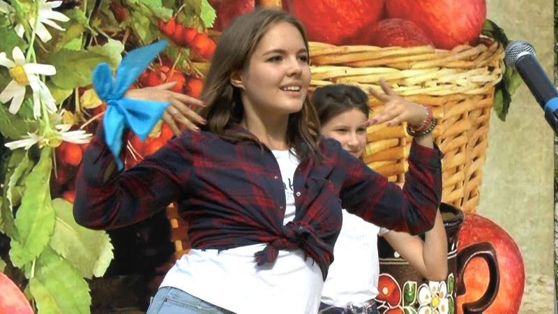 Танцует молодёжь Коровнова