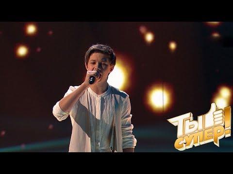 Витя вновь ошеломил судей выбором сложной композиции и проникновенным вокалом