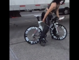 paul_stanley_on_bicycle