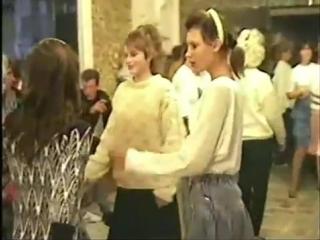 Типичная российская провинциальная дискотека 90-х годов ХХ века