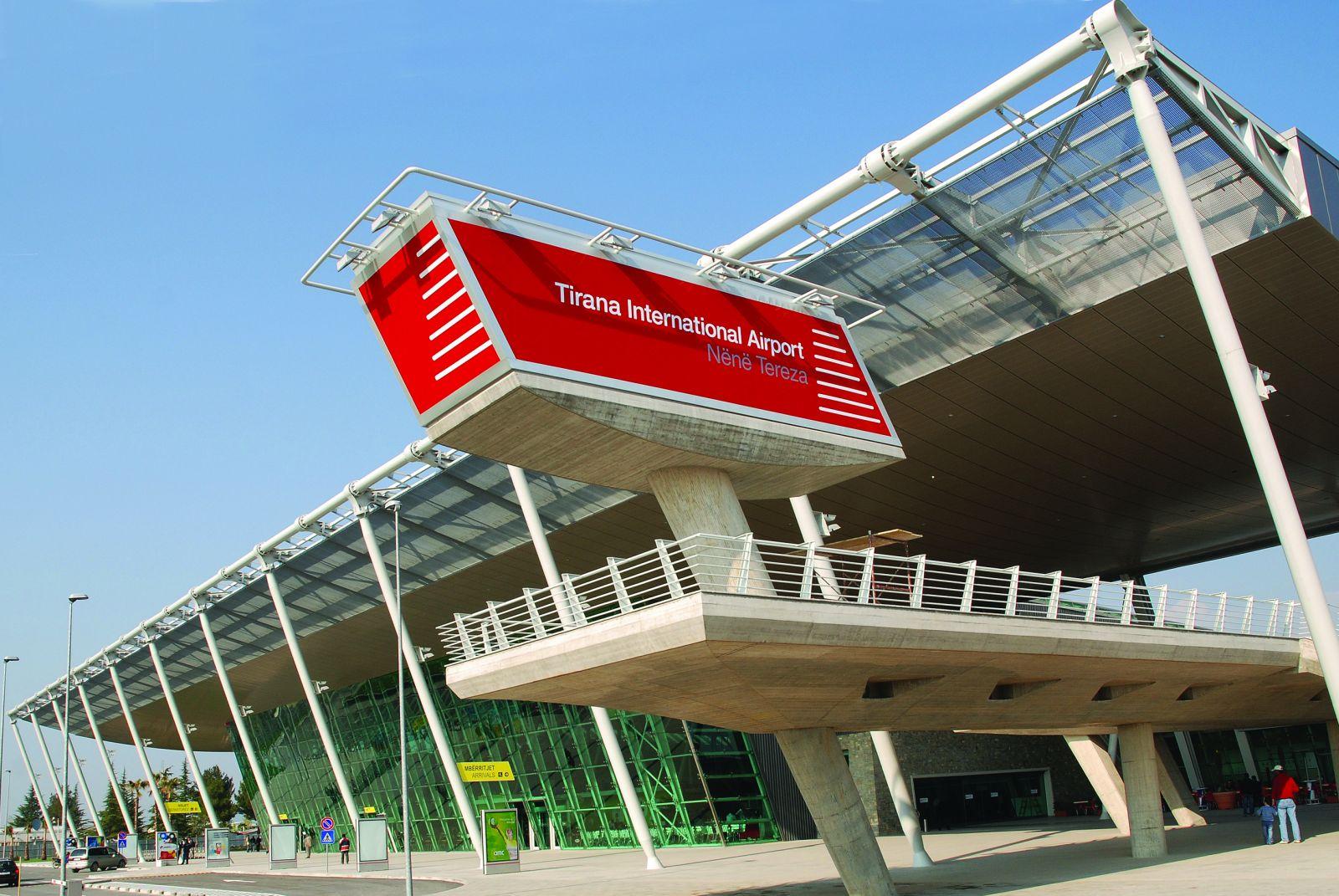 Фасад нового терминала международного аэропорта Тираны