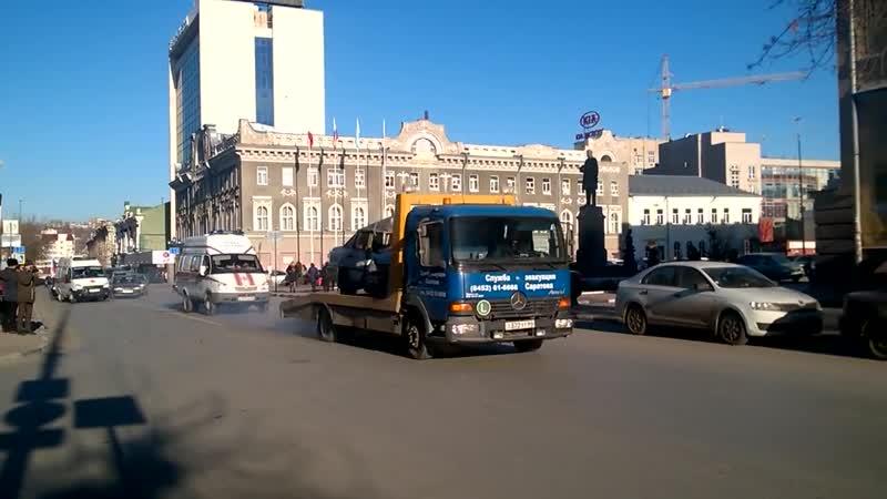 Акция памяти жертв ДТП от саратовского ГИБДД