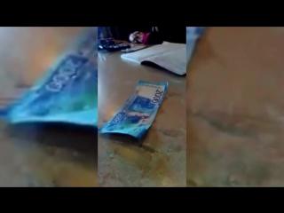 2000-рублевая купюра довела до истерики официантку