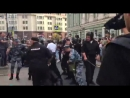 Смотрите как эти проститутки из МВД жестоко избивают людей несправедливо. Митинг против Пенс.реформы 9.10.18
