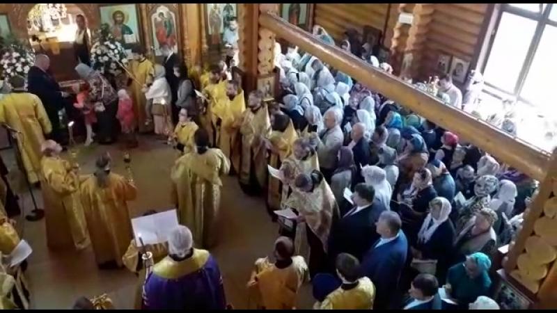 Служба в храме, мощи Спиридона Тримифунтского