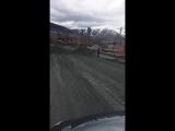 В Шерегеше чиновники пересыпают дороги к приезду и.о.губернатора - YouTube (720p)