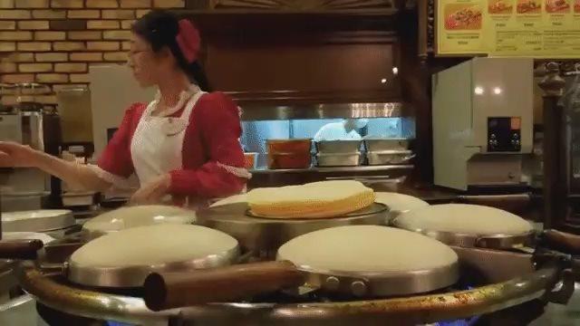 Как японцы пекут блинчики