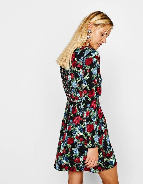 Комбинированное платье с цветочным принтом и запахом