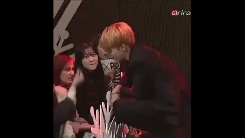 Jimin getting shy after the fan did a finger heart IM REALLY CRYING IN THE CLUB