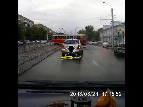 Видео дрифта трамвая на проспекте Строителей (Инцидент Барнаул)