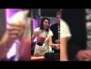 «Может, мне стать барменом?» Певица Света приготовила в таллинском баре именной коктейль