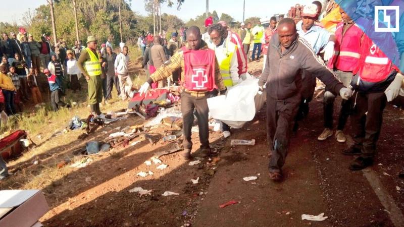 Автобус столкнулся с грузовиком в Кении
