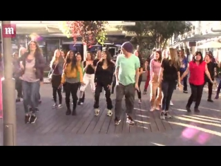 Kourtney Kardashian and pregnant sister Khloe show off some impressive dance moves as they tape a flash mob