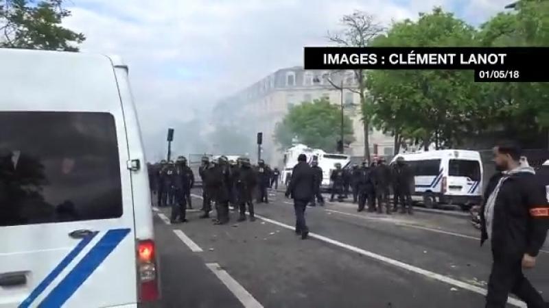 Proche de Macron filmé en train de frapper un manifestant. Alexandre Benalla portait un brassard de la police