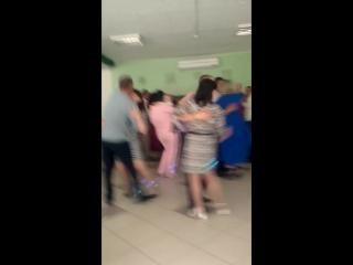 Мама и брат танцует 💓