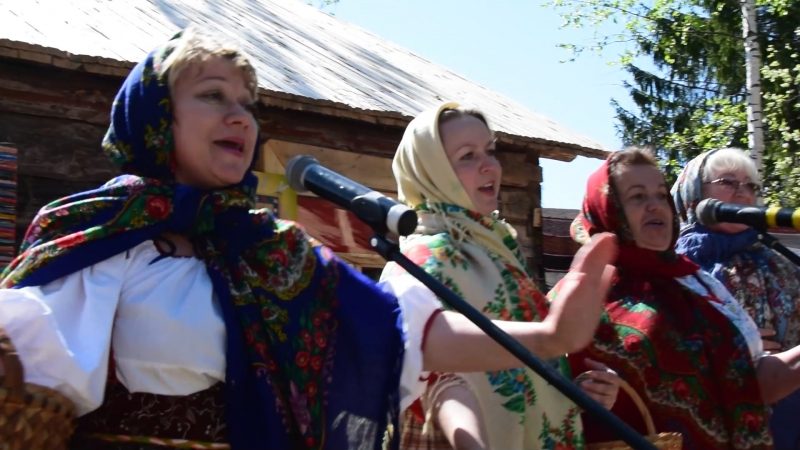 Бабкина поляна 20 мая 2018 г. районный фестиваль Частушечная ссыпка .Поет одна из команд.