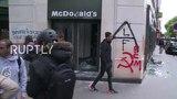 Вандализм в Париже
