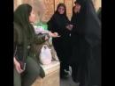Regardez la réaction de cette iranienne quand cette pute de la police shariatique lui demande de mieux mettre son voile