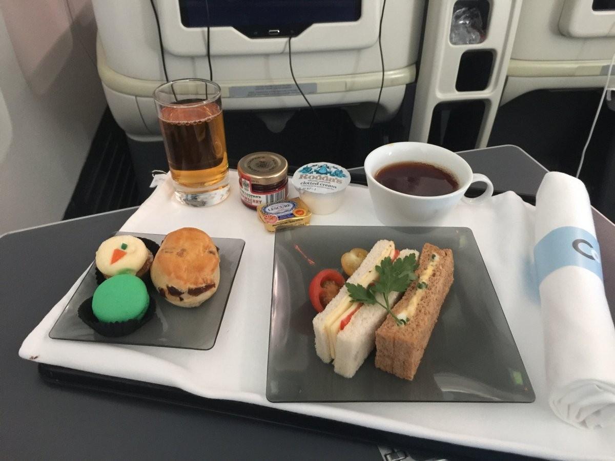 Закуски на борту во время длительного перелета