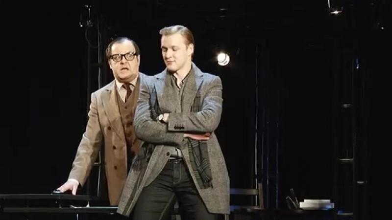 Алексей Красноцветов в спектакле Маленький семейный бизнес /1
