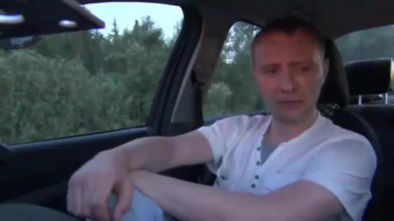 обдолбаный чувак рассказывает гайцам как армагедон останавливал)