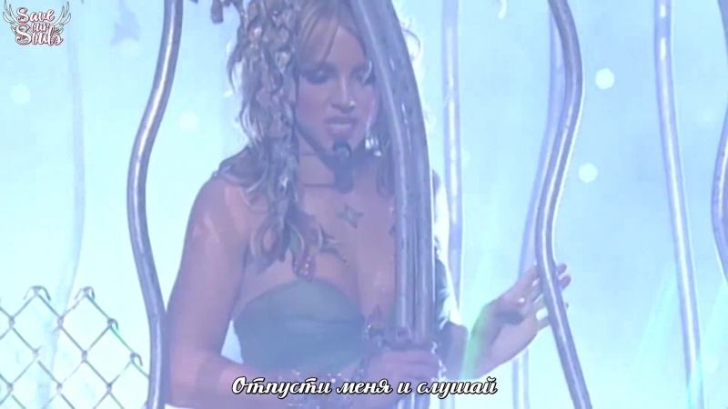Britney Spears - I'm a Slave 4 U at the 2001 Video Music Awards (рус. саб)
