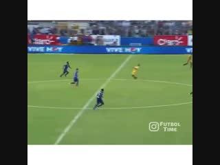Ronaldinho hasn't changed. this man oozes class. pure greatness