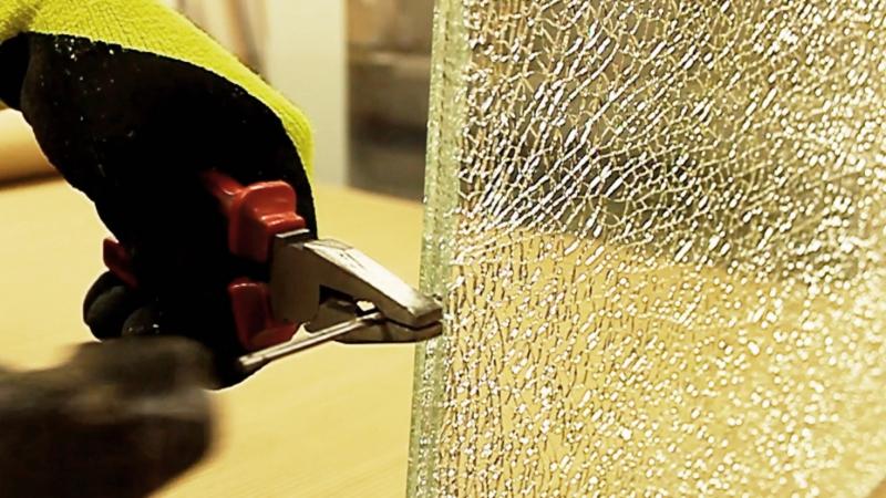Декоративный триплекс Колотый лед: Разрушение закаленного стекла внутри триплекса... Crash