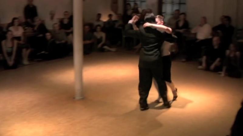 Ariadna y Fernando el abrazo Hamburg 2