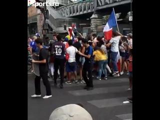 Париж отмечает победу на ЧМ