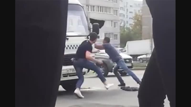 Битой избил буйного пассажира водитель маршрутки в Ростове