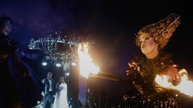 Выступление огненного шоу Эльфийская ночь в поселке Трувиль.