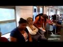 Membros da FAE fazendo conscientização dentro do trem