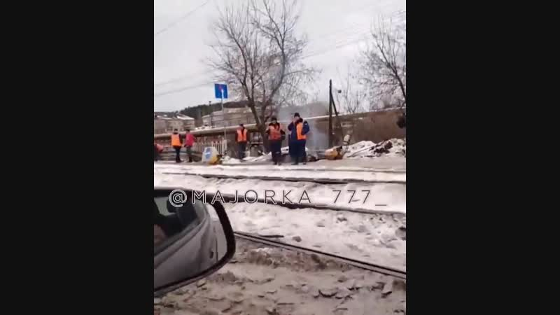 И в дождь и в снег Южноуральцы возмущены ремонтом моста в Златоусте