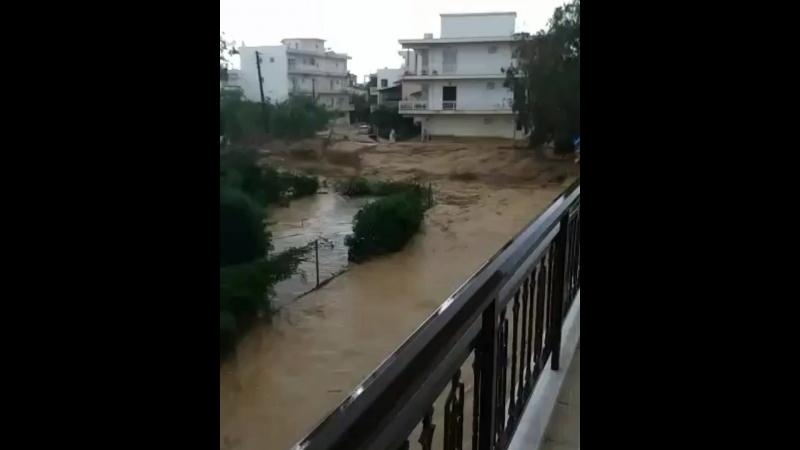 Мощный ливневый паводок в городе Кьятон из-за влияния тропического средиземноморского циклона (Греция, 29 сентября 2018).