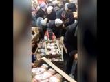 Жители Рязани устроили давку в борьбе за дешевую курицу [NR]
