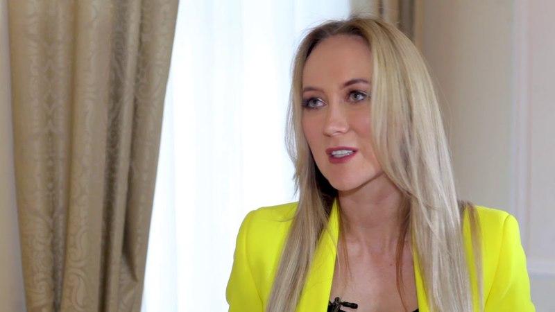 Ксения Шипилова. Как девушке создать успешный бизнес с нуля/Ананасы в шампанском