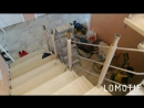 Деревянная лестница с хромированным ограждением в процессе сборки 2.КОМПЛЕКС ГРУПП.тел : 8 917 777 83 32