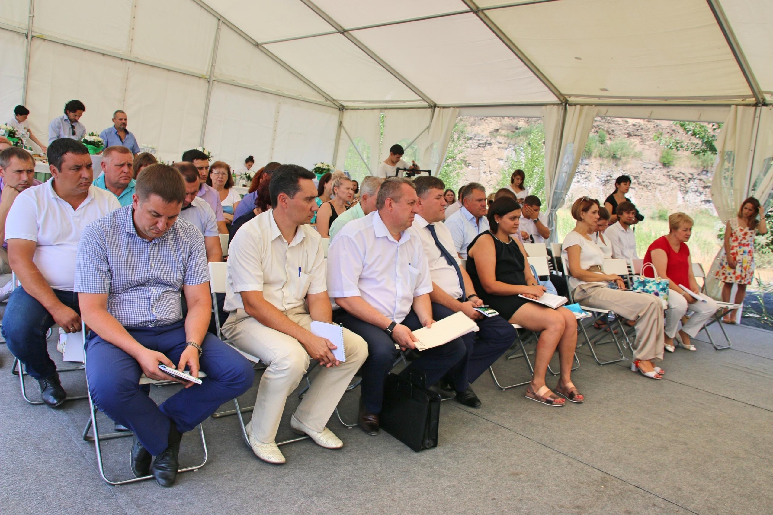 Сегодня в Красносулинском районе был заложен символический камень на месте, где уже в августе начнётся строительство Красносулинского межмуниципального экологического отходоперерабатывающего комплекса.