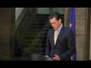 Guttenberg erklärt Rücktritt nach Plagiat-Affäre - Video Dailymotion_H264-512x384